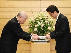 ノーベル賞受賞者による提言手交-平成27年12月9日