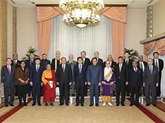 総理主催夕食会-平成28年1月19日