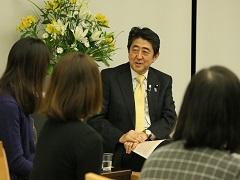 働き方改革に関する総理と現場との意見交換会-平成28年12月6日