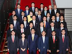 初大臣政務官会合・記念撮影-平成29年8月7日