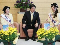 菊むすめによる表敬-平成26年10月20日