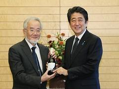 大隅良典東京工業大学栄誉教授(ノーベル生理学・医学賞受賞者)による表敬-平成28年10月31日