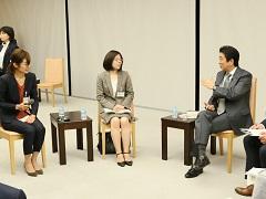 働き方改革に関する総理と現場との意見交換会-平成28年12月8日
