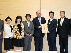 自由民主党「一億総活躍推進本部」による提言申入れ-平成29年6月8日