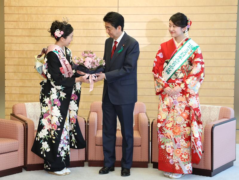 ミス日本みどりの女神・日本さくらの女王等による表敬(緑の羽根着用キャンペーン)-平成30年4月12日