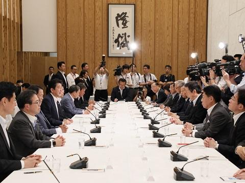 政府与党連絡会議-平成30年8月7日