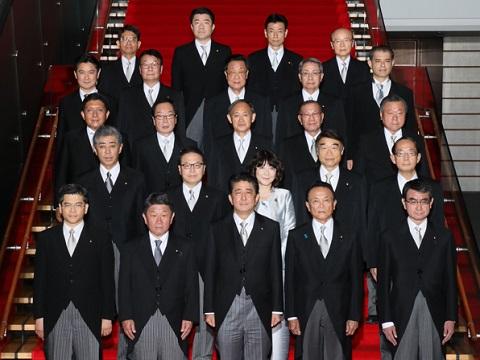 初閣議・記念撮影-平成30年10月2日