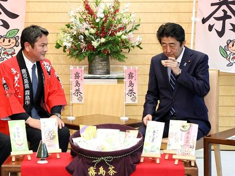 鹿児島県霧島市長及び製茶業者等による表敬-平成30年12月13日