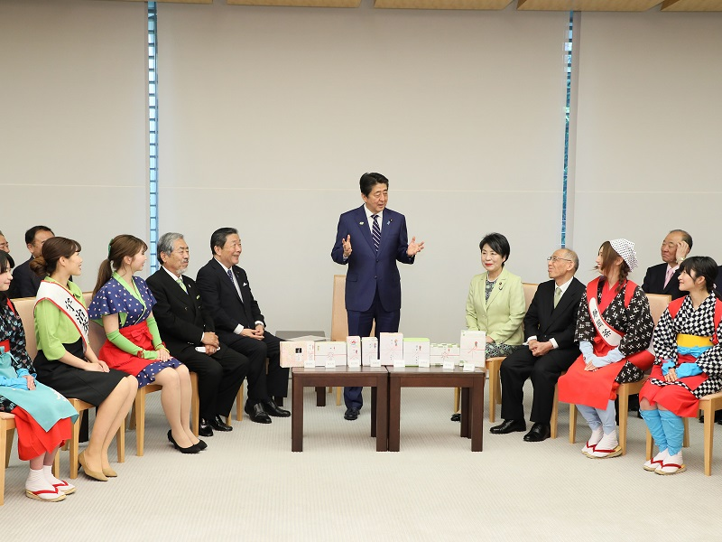 自由民主党茶業振興議員連盟等による新茶贈呈式-令和元年5月17日